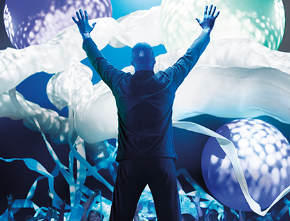 Blue Man Group with toilet roll