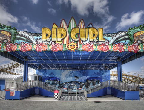 Front view of the Rip Curl ride at Fun Spot Orlando