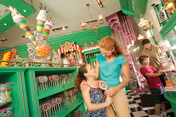 Mum and daughter in a candy shop at Hogsmeade